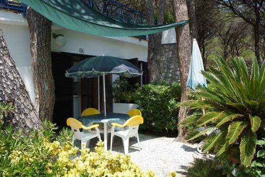 Villa Fantagalì app. 504  giardino vista dall'ingresso-4