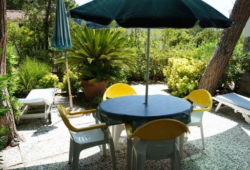 Villa Fantagalì app. 504 giardino con tavolo