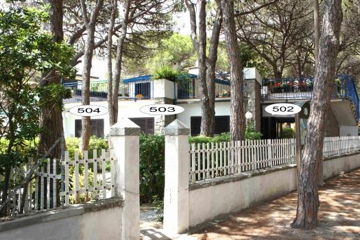 Villa Fantagalì dalla pineta con app 502, 503, 504-4