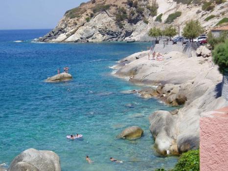 Casa vacanza costa del sole pomonte bilocale for Piccoli piani di casa sulla spiaggia su palafitte