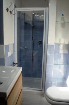bagno con doccia 2° piano-4
