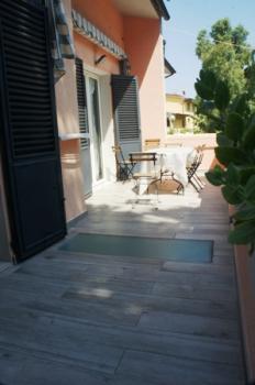 balcone 1° piano con tavolo a-4