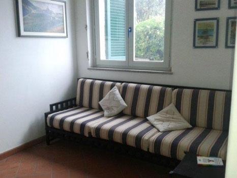 Disimpegno piano terra con divano letto