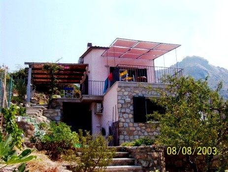 La villa e il Monte San Bartolomeo