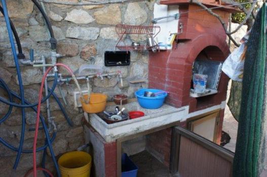 35 Zona cucina esterna con barbecue