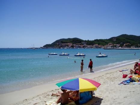 marina di campo spiaggia d'estate