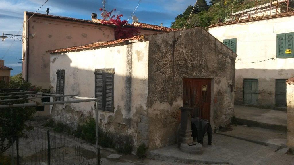 magazzini nel cuore storico di Patresi
