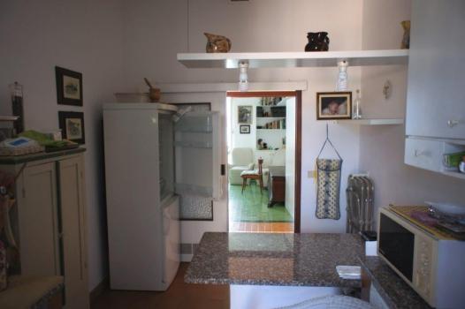 cucina verso corridoio e salone