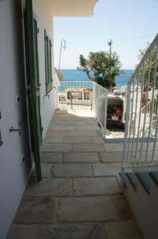 GIGLIO terrazzo davanti all'ingresso (2)