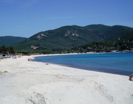 Marina di Campo spiaggia a maggio a