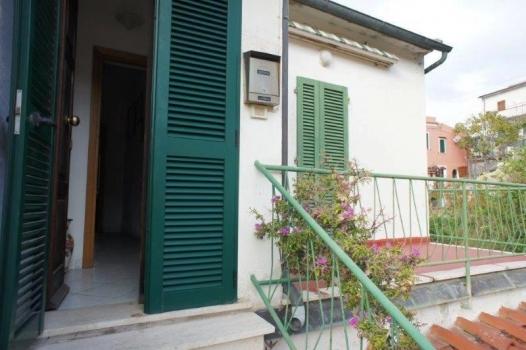 ingresso con balcone collegato alla camera 3