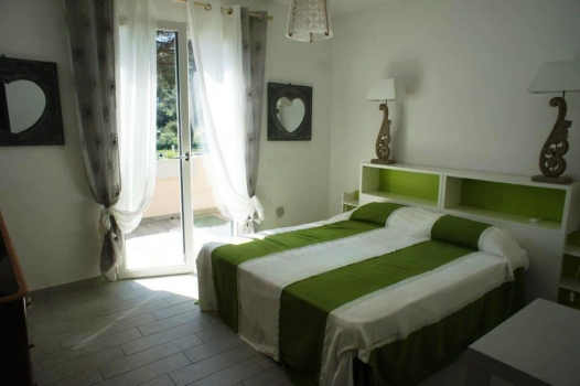 Casa Giada 20% off from 29.07 - 05.08.!!! new and bright flat, sleeps 7, 3 sleepingrooms, 2 bathrooms, airconditioning; only 300m from the sandy beach of Marina di Campo.