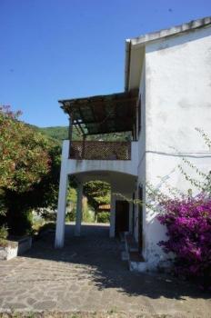 Veranda, corte e terrazza lato E