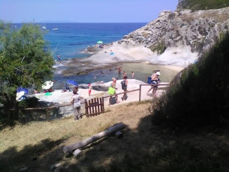 accesso su sentiero e spiaggia
