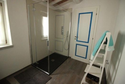 bagno pianterreno doccia con cascata - Bad Erdgeschoss mit Regendusche