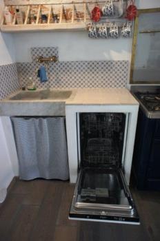 cucina con lavastoviglie - Küche mit Spülmaschine