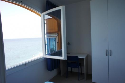 camera e finestra con vista