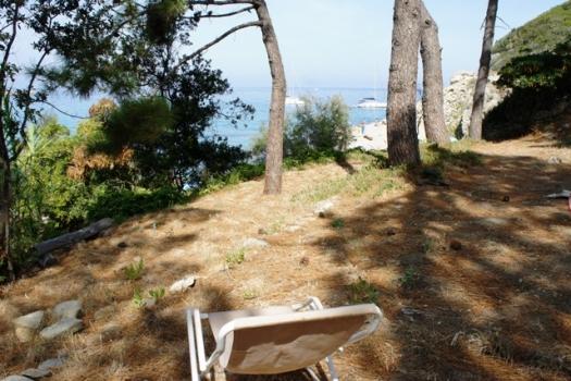 terreno terrazzato adiacente la spiaggia del Cotoncello a