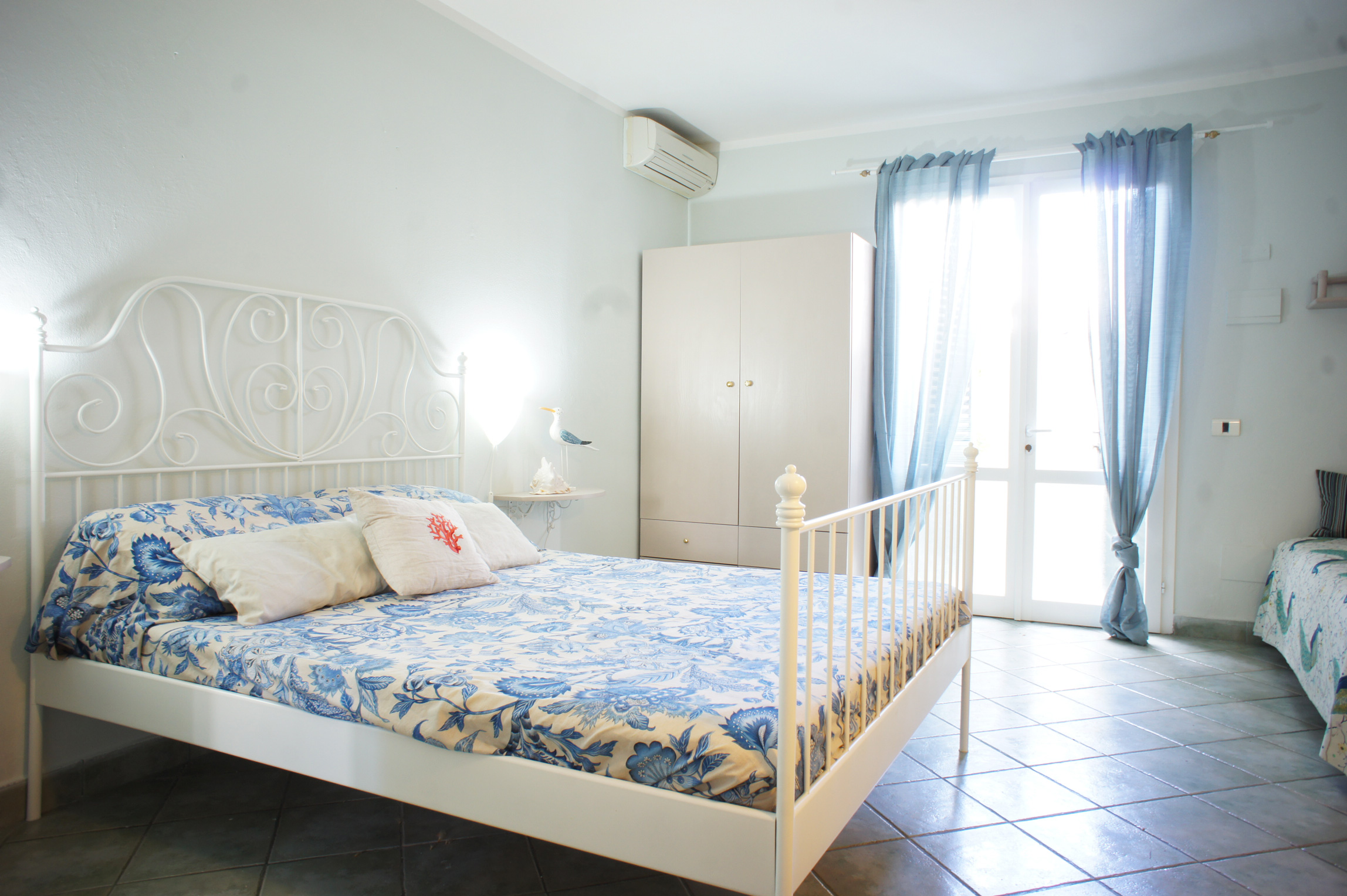 Studio Levante Friendly furnished studio with 3 comfortable beds; only 300m from the sandy beach and 600m from the town center of Marina di Campo; with airconditioning and parking lot.