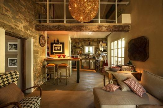 Casa Melagrana intera Completamente ristrutturato nell'inverno del 2018 bellissima casa dal design ricercato e raffinato. 8 comodi posti letto, 3 bagni, 3 camere, salone e diversi spazi esterni molto curati.