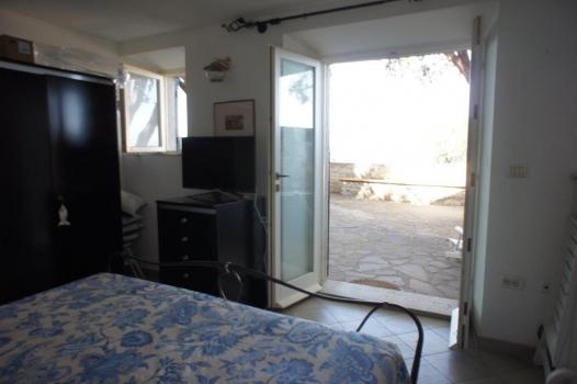 Schlafzimmer Erdgeschoss mit Zugang zur Terrasse
