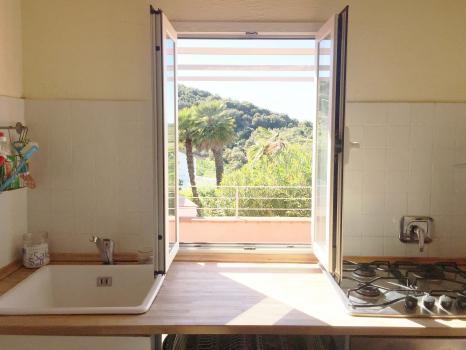 31 finestra della cucina - primo piano