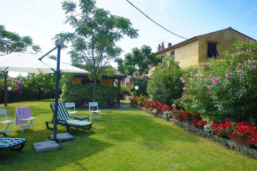 giardino-dependance-facciata-porticato
