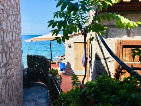 esterni-terrazzo-vista dall'ingresso1