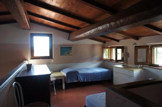 Schlafgalerie mit 2 + 1 Betten (2)