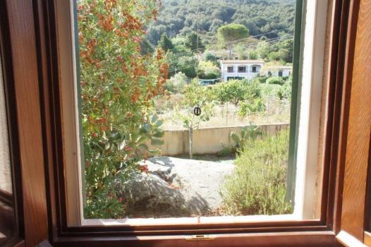 Schlafzimmer 2 mit Blick nach hinten EG (1)