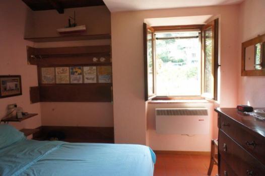 Schlafzimmer 2 mit Blick nach hinten EG (6)