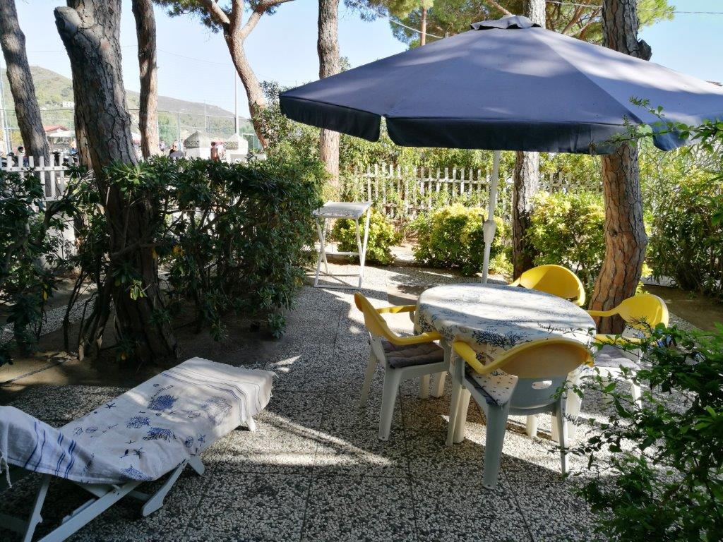 villa fantagalì app. 503 Under pine trees, on the sandy beach of Marina di Campo. With private garden and parking. Ideal for families with children! Still free for cancellatio: from 03 to 17th september !!!
