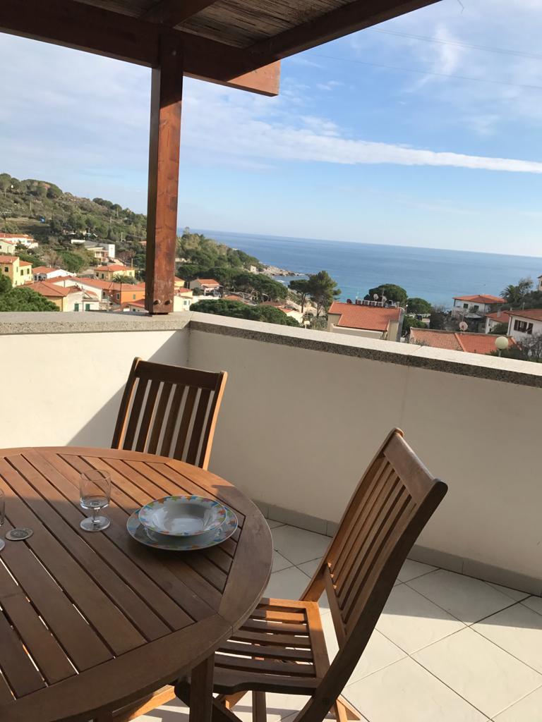 Casa Limoni Seccheto Bellissimo bilocale con grande terrazzo vista mare, posto macchina, a 100m dalla spiaggia di Seccheto.Sconto 10% sui prezzi da listino a luglio !