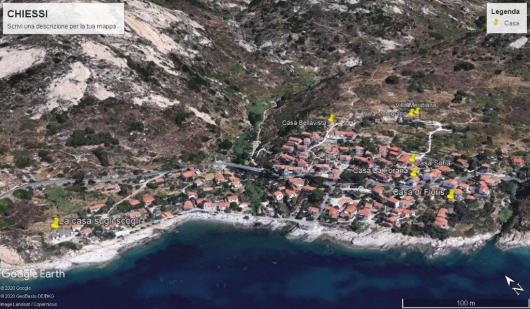 foto satellite Chiessi con La Casa Sugli Scogli, Casa Floris e le altre case