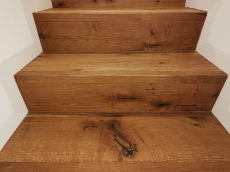 scala e pavimento in rovere anticato (1)