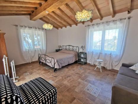 sala con letto matrimoniale e divano letto doppio (3)