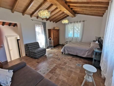 sala con letto matrimoniale e divano letto doppio (5)
