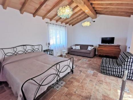 sala con letto matrimoniale e divano letto doppio (7)
