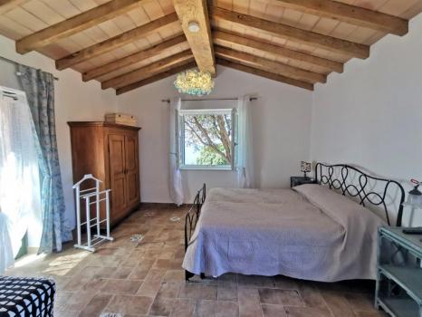 sala con letto matrimoniale e divano letto doppio (8)