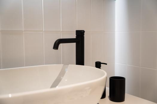 particolare rubinetti neri